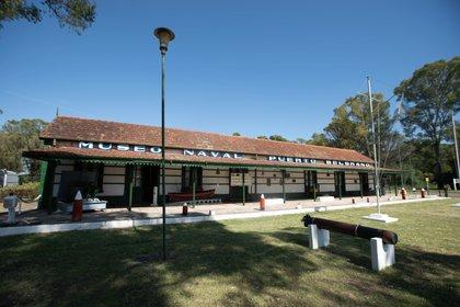 A pocos metros de la entrada principal de la BNPB, el museo de la base  se brinda generoso para todo el quiera conocer la rica historia del conglomerado naval