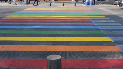 En las calles de Ciudad de México así se vive el orgullo gay (Foto: Twitter @COPRED_CDMX)