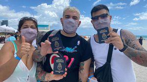Miami Beach sigue vacunando contra el COVID-19: hoy aceptan turistas en el centro ubicado en la playa hasta que se agoten las dosis