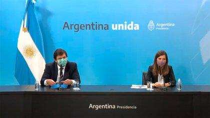 El ministro Moroni y la titular de la Anses, Fernanda Raverta, anunciaron los detalles de la ayuda extraordinaria por la nueva ola de contagios