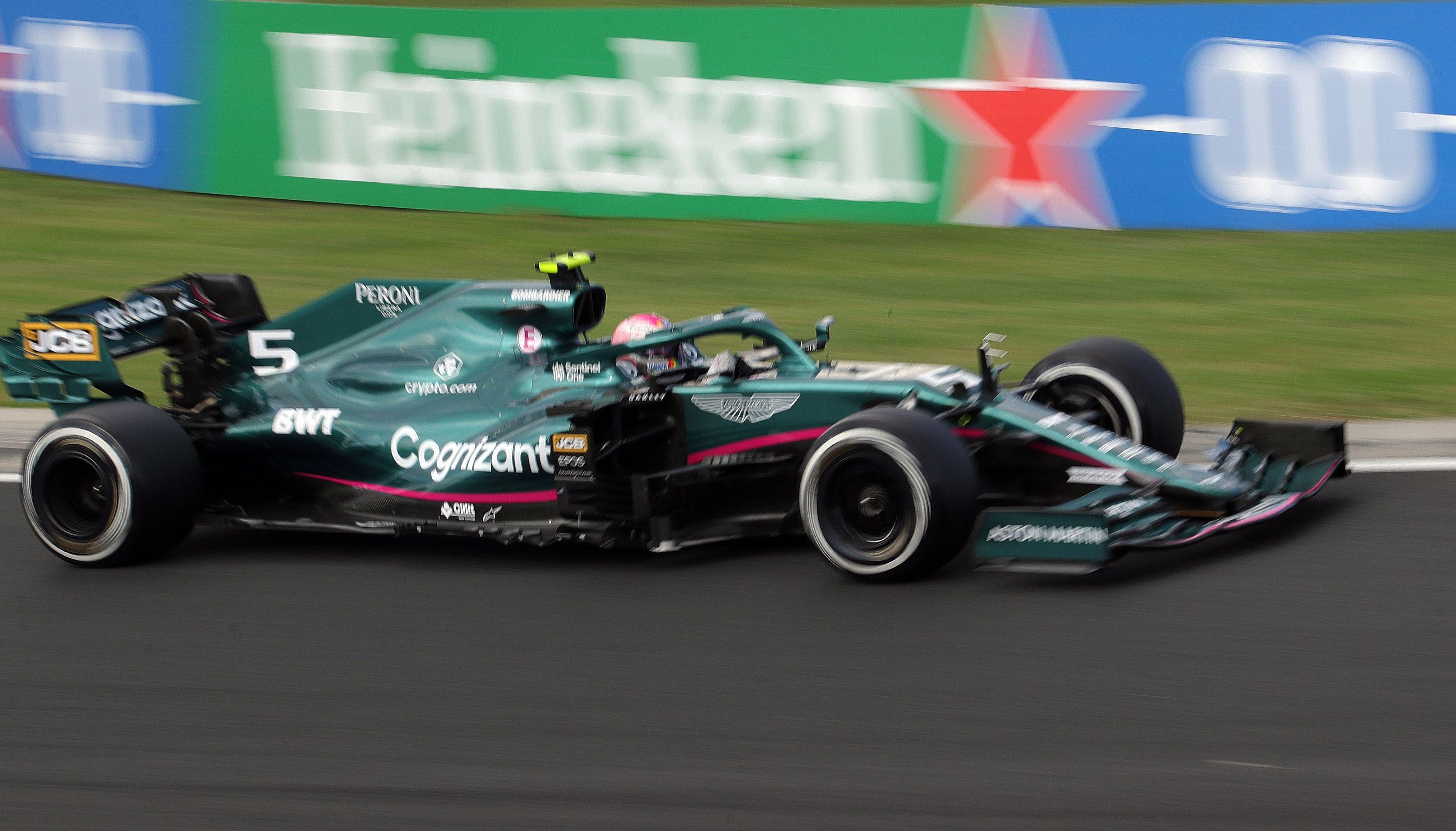 Aston Martin entró este año en la F1 como equipo íntegro y tiene a Sebastian Vettel como baluarte (REUTERS/Florion Goga)