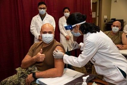 La campaña de vacunación contra el COVID ya comenzó en los Estados Unidos. Handout via REUTERS    THIS IMAGE HAS BEEN SUPPLIED BY A THIRD PARTY.