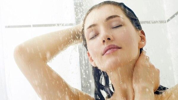 Bañarseno implica someter a toda la piel del cuerpo a la agresión del jabón (iStock)