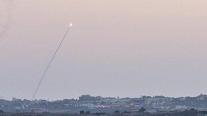 Un misil lanzado desde Gaza (Photo by Omer Messinger/NurPhoto) (Photo by NurPhoto/Corbis via Getty Images)
