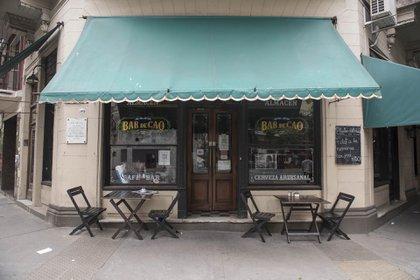Bar de Cao está desde 1915 en una esquina disputada entre los barrios San Cristóbal y Balvanera