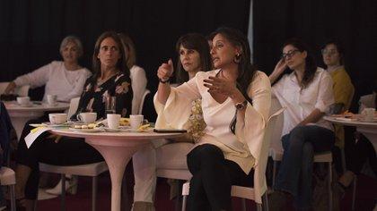 El auditorio se mostró interesado en las técnicas descriptas y aportaron ejemplos valiosos para ser mejor a la hora de transmitir una idea para que se concrete (Adrián Escandar)