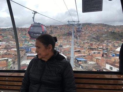 María Rosríguez (62) viaja en TransMiCable para visitar a su hija y sus ocho nietos