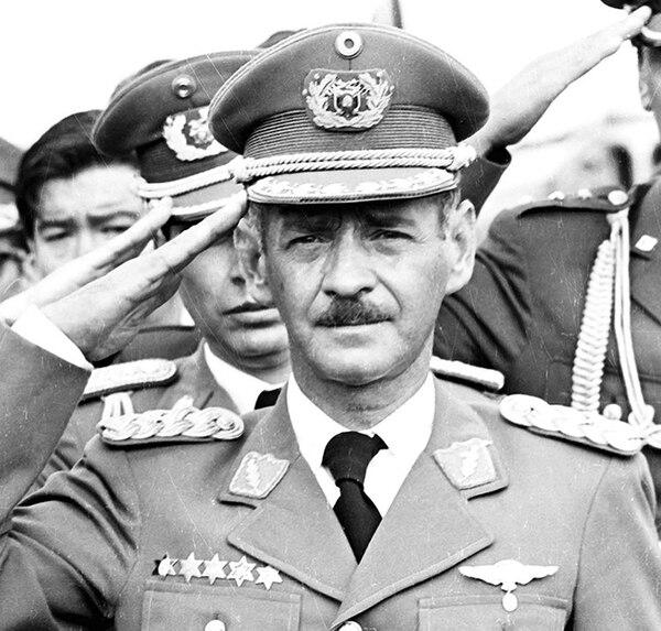 El general Hugo Banzer Suárez, presidente de Bolivia entre 1971 y 1978 (de facto), y de nuevo entre 1997 y 2001 (constitucional)