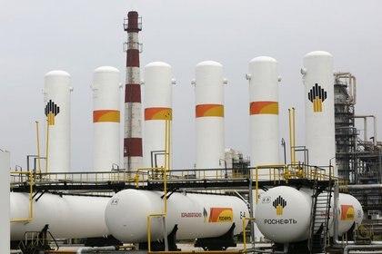 Una refinería de Rosneft en Rusia. Foto: REUTERS/Ilya Naymushin