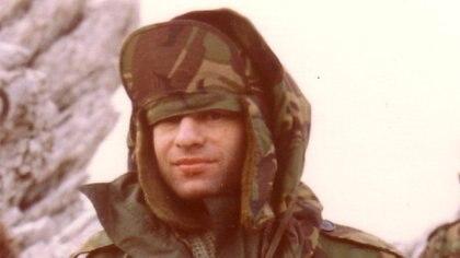 El oficial británico Mike Seear en Malvinas, fue el oficial que comandó a los Gurkas durante la guerra de 1982