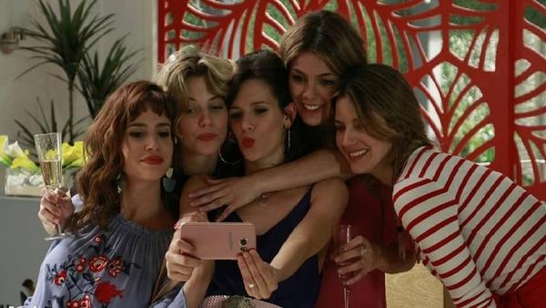 """Unidas triunfaremos: Celeste Cid, Justina Bustos, Violeta Urtizberea, Natalie Pérezy Marcela Kloosterboer, """"Las Estrellas"""""""
