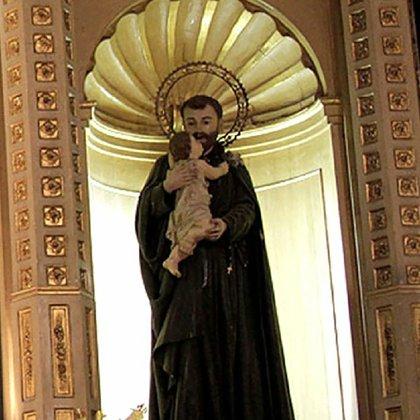 """Una de las imágenes más antiguas llegadas al país de San Cayetano que se venera en la capilla """"del Divino Salvador de la Santa Casa"""" . Nótese que no posee las espigas."""