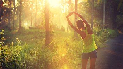 Recomiendan hacer 10.000 pasos al día para prevenir el aumento de peso (Shutterstock)