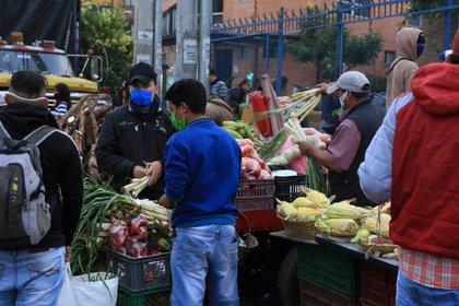 Vendedores en los alrededores de Corabastos. Foto: Alcaldía de Bogotá.