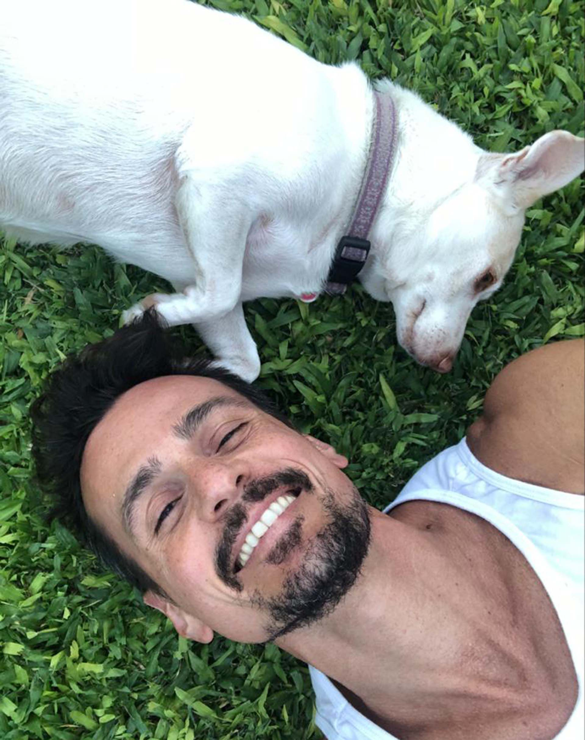 Christian Sancho y su perro durante la cuarentena (Instagram)
