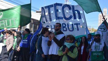 Los docentesestán en pie de guerra contra el gobernador Mariano Arcioni por salarios impagos