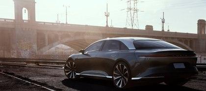 Es una berlina de lujo preparada para competir con Mercedes-Benz y BMW, que también le apunta al Model S de Tesla.