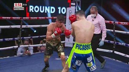 Por decisión unánime, Picasso se llevó la pelea frente a Miguel Mateos (Foto: Captura de pantalla/Box Azteca)