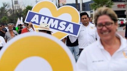 Foto de archivo. Trabajadores de la siderúrgica mexicana Altos Hornos de México (AHMSA) marchan en apoyo de Alonso Ancira, presidente de la empresa, en Monclova, en el estado Coahuila, México, 30 de mayo de 2019. REUTERS/Daniel Becerril