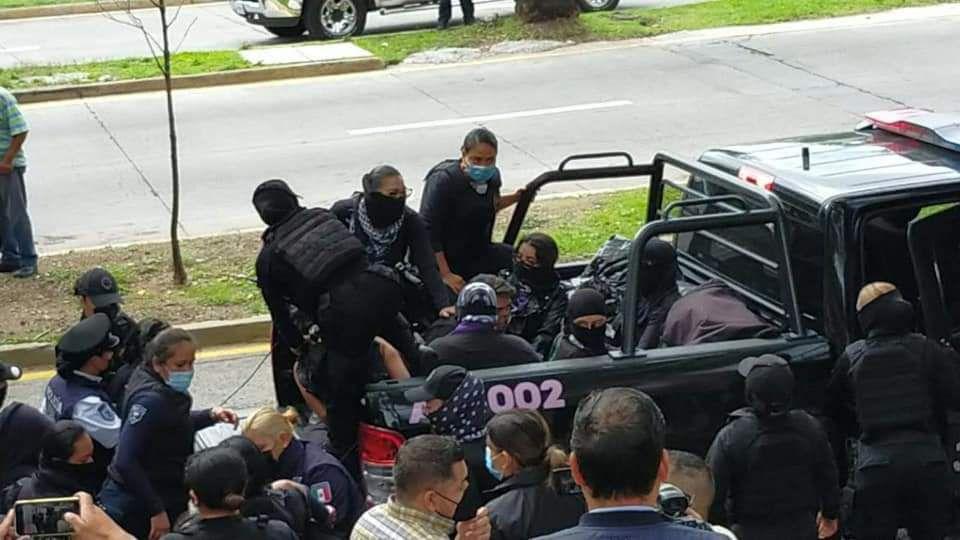 Policías de Jalisco detuvieron a mujer con bebé en brazos durante protesta feminista