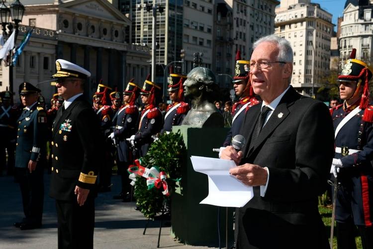 El embajador mexicano quiso robarse un libro — Escándalo