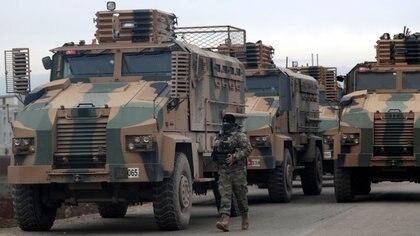 Convoy militar turco cerca de Idlib (Reuters)