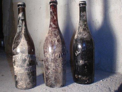Las tres botellas centenarias encontradas