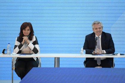 Cristina Kirchner junto a Alberto Fernández (REUTERS)