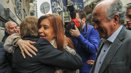 Cristina Kirchner llegando al Instituto Patria (Télam/archivo)