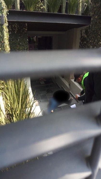 """Datos recabados por el periodista Carlos Jiménez informaron que la mujer asesinada fue identificada como Mónica Flores Antillón, de 33 años de edad. """"Conocía a quien la mató"""", declaró Jiménez, además de afirmar que un hombre llamado Julio la llamó por teléfono (Foto: Twitter/@c4jimenez)"""