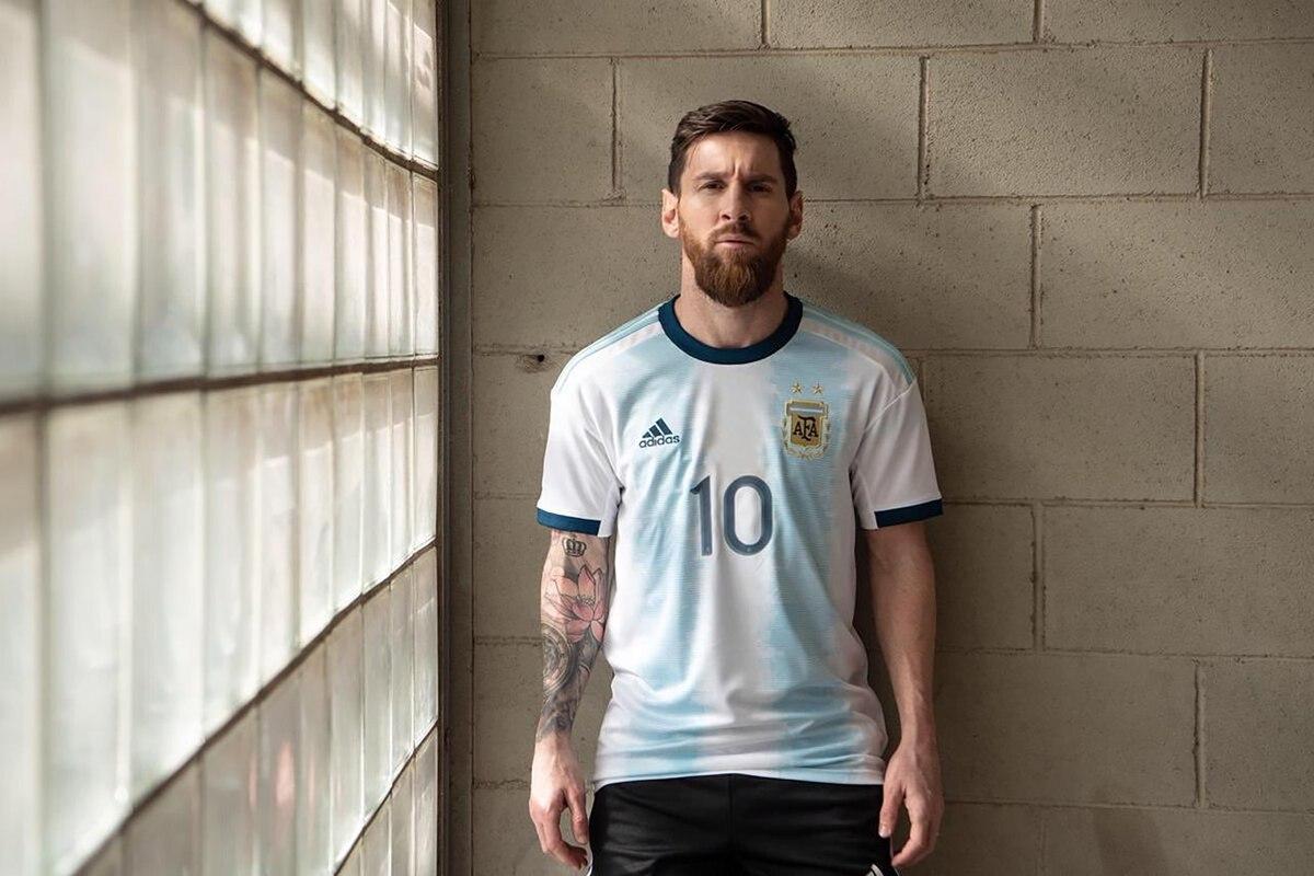 efd2d63d38392 Así es la nueva camiseta que usará la selección argentina en la Copa  América - Infobae