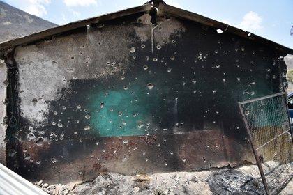 El poblado de El Naranjo tras 48 horas de enfrentamientos (Foto: DASSAEV TÉLLEZ ADAME/CUARTOSCURO)
