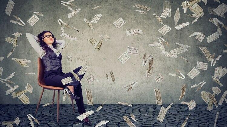 Muchos dicen que la felicidad se encuentra en el día a día, otros en un objetivo alcanzado y no en el dinero