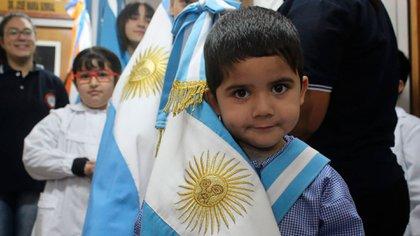 """15 niños y adolescentes concurren diariamentes a clases en la escuela antártica """"Raúl Alfonsín"""""""