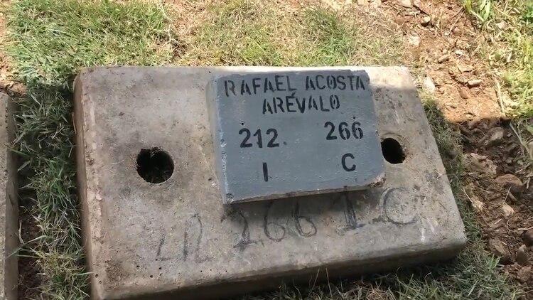 El cuerpo del capitán de coberta Acosta Arévalo fue enterrado en el cementerio del Este, en Caracas; su familia, en cambio, pretendía hacer en Maracay, estado Aragua