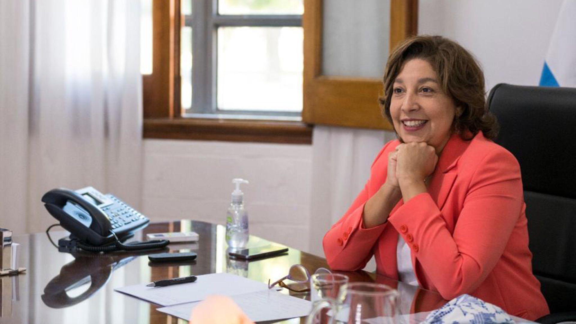 gobernadora de Río Negro, Arabela Carreras