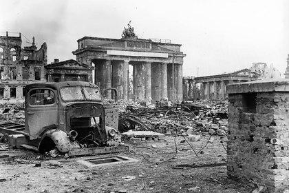 Berlín arrasada, poco después de la rendición alemana (Dominio público)
