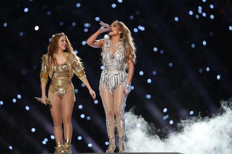 Shakira y Jennifer Lopez durante el show de medio tiempo (Reuters)