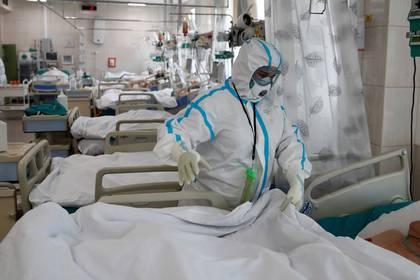 Uno de los estudios reveló que 33% de los hospitalizados por el coronavirus presentaba al menos un síntoma gastrointestinal y que 62% tenían afectado el hígado. (REUTERS/Maxim Shemetov)