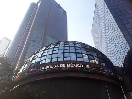 """S&P rebajó el jueves la calificación crediticia de México en moneda extranjera a largo plazo a """"BBB"""" desde """"BBB+"""""""
