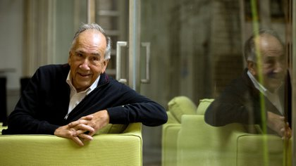 El poeta Joan Margarit (Sanaüja, Lleida, 1938) que ha sido galardonado este jueves con el Premio Cervantes 2019 (EFE/ Enric Fontcuberta)