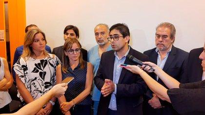 Diego Cardozo, ministro de Salud de Córdoba, dando detalles del paciente que está internado en esa provincia