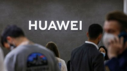 FILE PHOTO: The Huawei logo is seen at the IFA consumer technology fair, amid the coronavirus disease (COVID-19) outbreak, in Berlin, Germany September 3, 2020.  REUTERS/Michele Tantussi