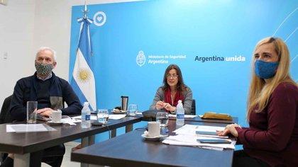 La ministra de Seguridad durante la videoconferencia con el titular de la cartera agropecuaria, Luis Basterra (Foto: Ministerio de Agricultura, Ganadería y Pesca de la Nación)
