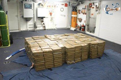 Los agentes hallaron 1,100 paquetes con aproximadamente un kilo de peso cada uno (Foto: Semar)