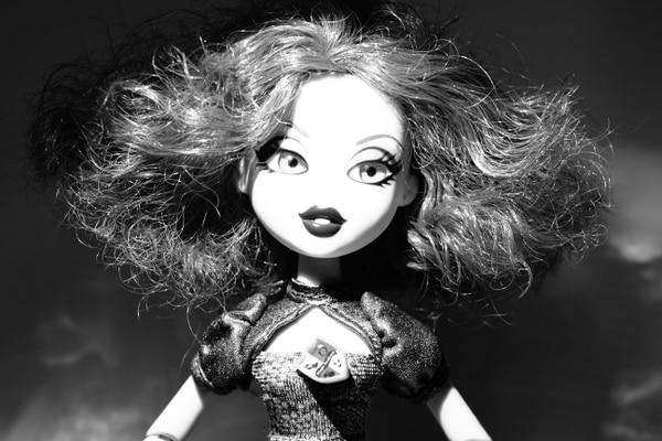 La principal competencia de Barbie. En el 2001 salieron las emblemáticas muñecas Bratz, populares por el gran tamaño de sus cabezas y la diversidad de cabello. Con un total de 125 millones de unidades vendidas entre 2001 y 2005 fue un antes y un después en el mercado de las muñecas (Shutterstock)