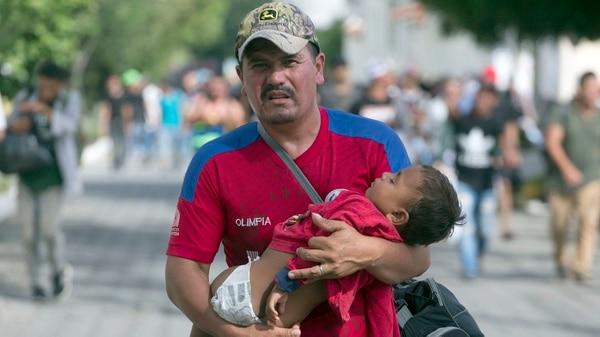 Los migrantes hondureños ya están en Guatemala y esperan llegar a México este fin de semana (Foto: AP)