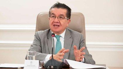 Nombran al ministro de Salud, Fernando Ruiz, copresidente de Covax