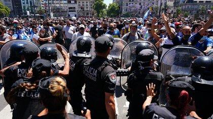 Otra escena del tumulto en Avenida de Mayo y 9 de Julio (Franco Fafasuli)
