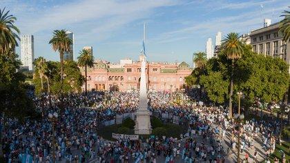 Así se veía la Plaza de Mayo cerca de las 18.30. (Thomas Khazki)